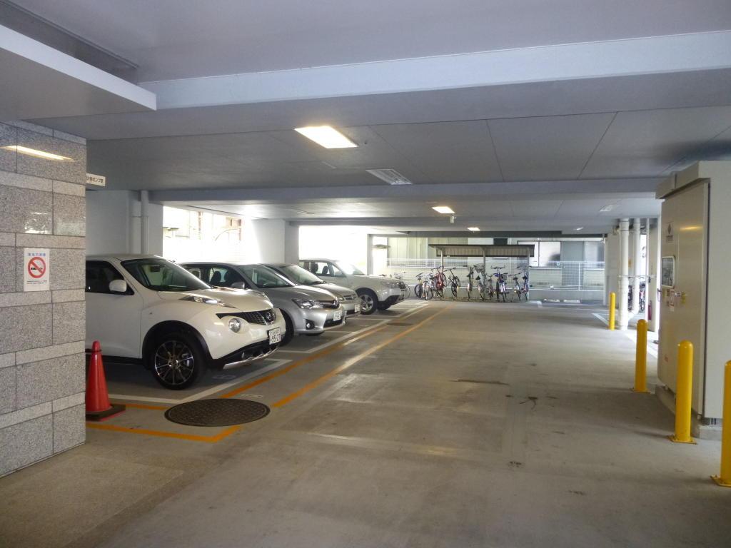 1階の駐車場・駐輪場