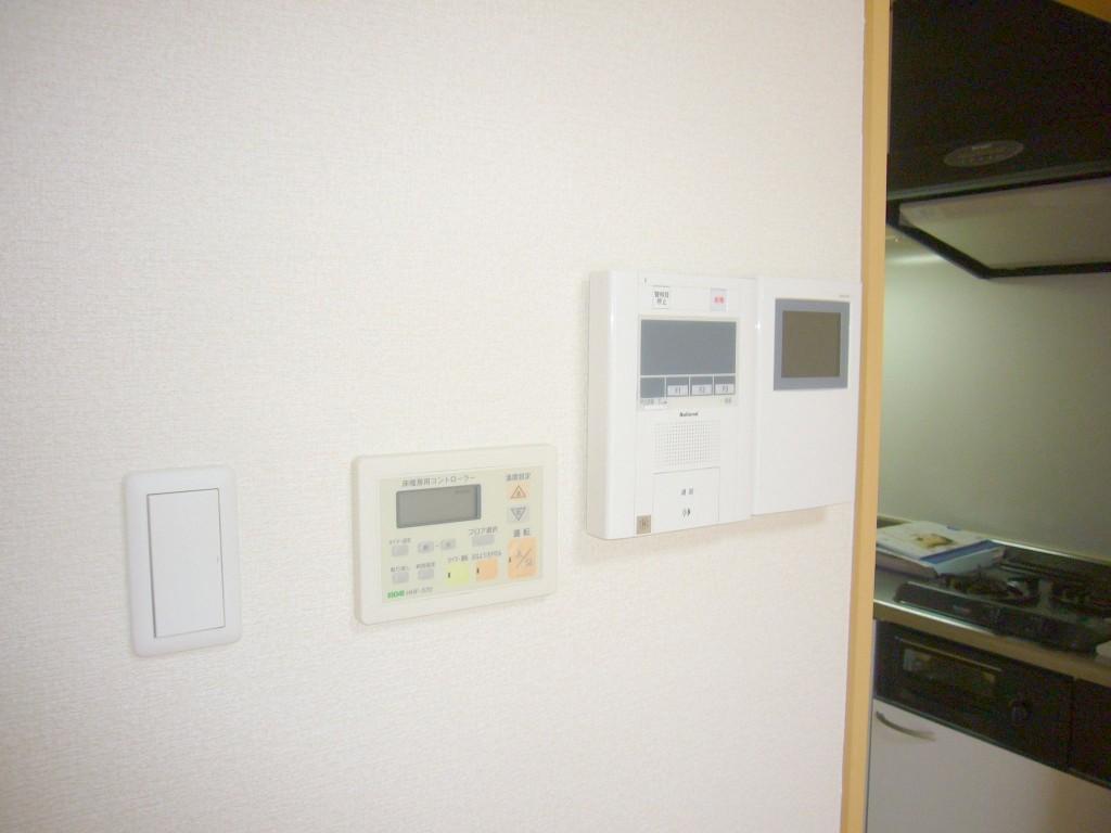 TVモニター付きオートロック。床暖房あり。