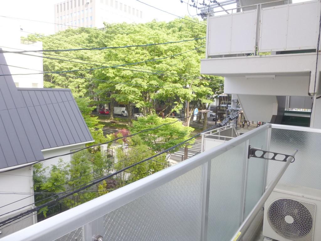3階東側の眺望・定禅寺通りがすぐ近くです。